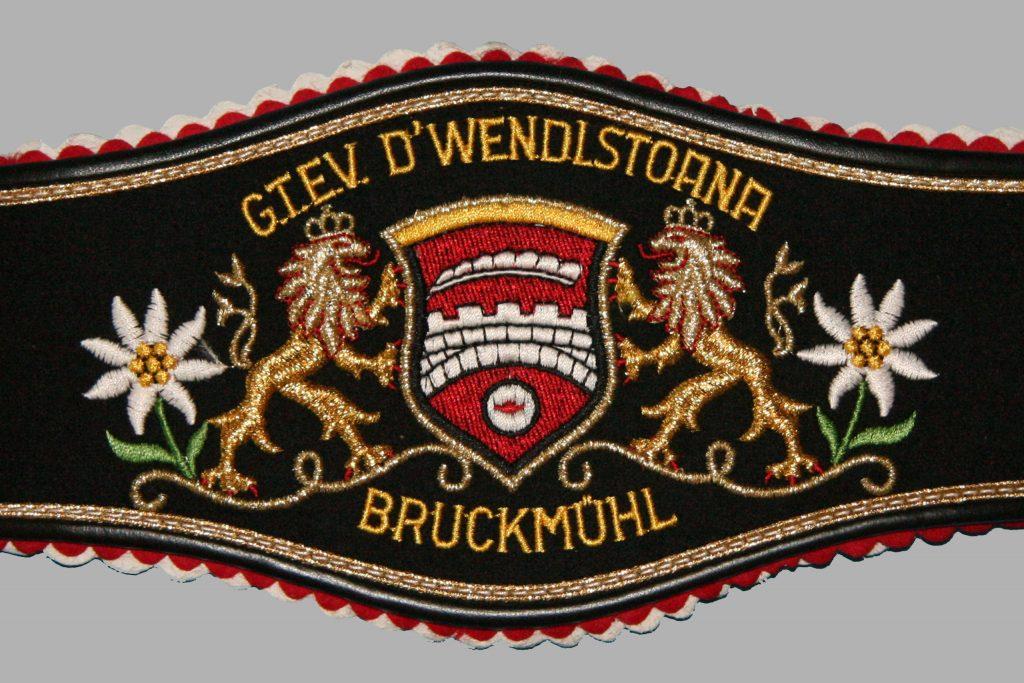 Ausschnitt Hosenträger Trachtenverein Bruckmühl mit Bruckmühler Wappen