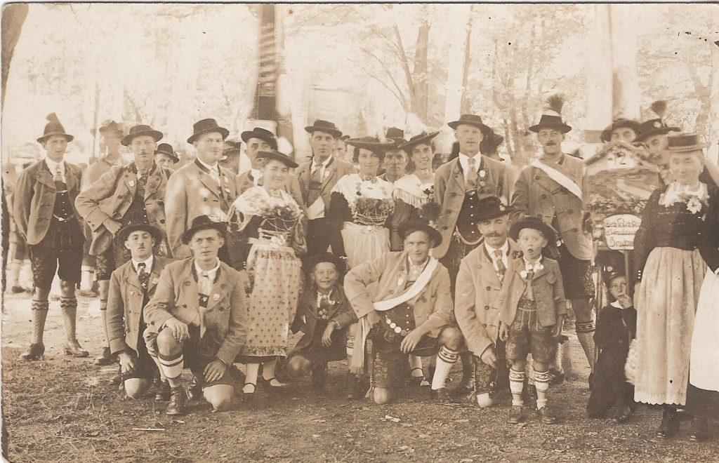 Gruppenbild Trachtenverein Bruckmühl 1934